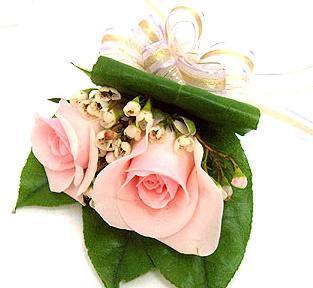 永康鲜花:玫瑰胸花3