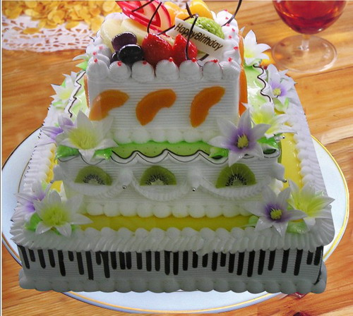 福州鲜花-方形3层鲜奶水果蛋糕
