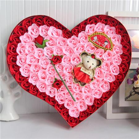 太原肥皂花:92朵红色一枝花小熊