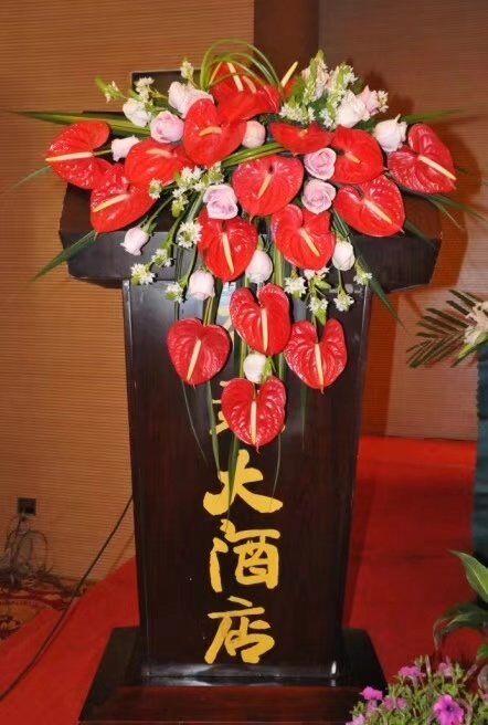 西安鲜花:讲台花7